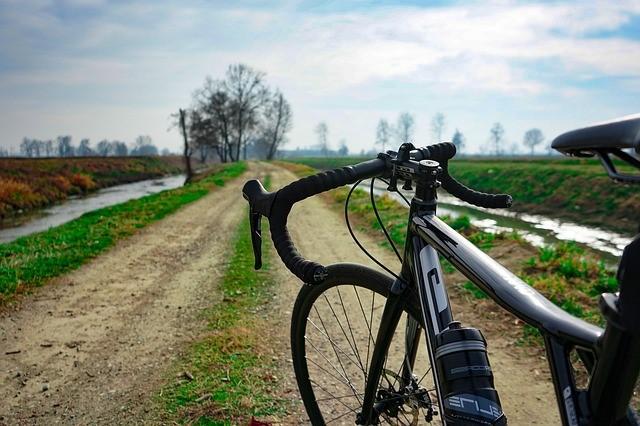 Bici gravel: cosa sono e come orientarsi nella scelta del telaio